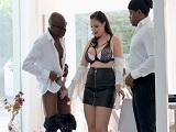 La tetona Sofia Lee tiene dos pollas negras para ella sola.. - Interracial