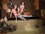Buenas pajas que hace con los pies esta soldado al coronel.. - XXX