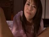 Asiática hace un incesto con su hijo y se lo folla en su cama - Incestos
