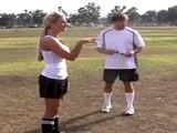 Carmella Bing y Phoenix Marie, folladas en la pista de fútbol - Actrices Porno
