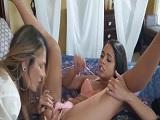 Makayla Cox con Vienna Black en un tremendo lesbico, que tías.. - Chicas Desnudas