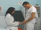Así folla la enfermera con el doctor caliente y salido - Amateur