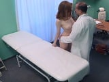 La paciente se avalanza sobre el doctor salido de la polla enorme - Amateur