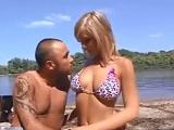 Se folla a la madura en la playa y lo graba para internet - XXX
