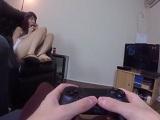 Una buena follada con mi novia mientras juego a la Play 4 - Morenas