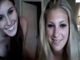 Dos guarronas amateurs empiezan a masturbarse en la webcam - Webcam Porno