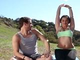 Clase de yoga en la naturaleza acaba en tremenda follada - Amateur