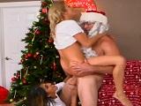 Papá Noel nos trae de regalo dos lesbianas y una follada - Amateur