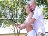 A Brandi Love le entra el calentón jugando al tenis y se pone a follar - Tetonas