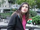Se encuentran a una extranjera española y la seducen para follar - Morenas