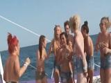 Fiesta en un barco acaba en una follada en alta mar - Orgias