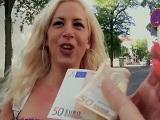 Convencen a alemana por la calle para follar en la furgoneta - Rubias