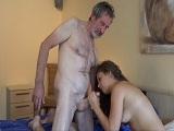 El abuelo se la mete muy dura a la nieta en un hotel de lujo - Incestos