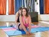 Abella Danger provocando al profe de yoga con su culazo - Actrices Porno