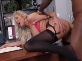 Lexi Lowe en una anal interracial con un enorme pollón negro - Rubias