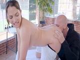 Lily Love nublando con su belleza al actor porno Johnny Sins - Morenas