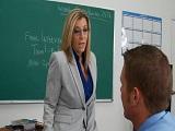 Sara Jay se pasa a la docencia y a comerle los rabos a sus alumnos - Actrices Porno