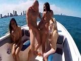 Se lleva a unas cuantas putas al barco para darles duro por el coño - Redtube