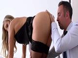 Tengo la asistenta más puta del mundo, siempre provocando - Rubias