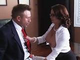 Las secretarias maduras son las que mejor follan en la empresa - Maduras