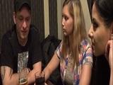 Convencen a tres personas en un bar para follar a cambio de dinero - Trios